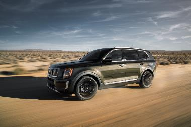 2020_Kia_Telluride_front_side_left