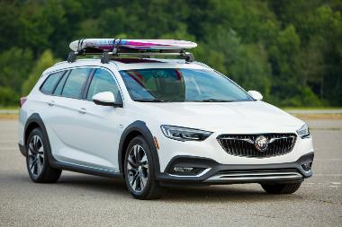 2019-Buick-Regal-TourX-front_right
